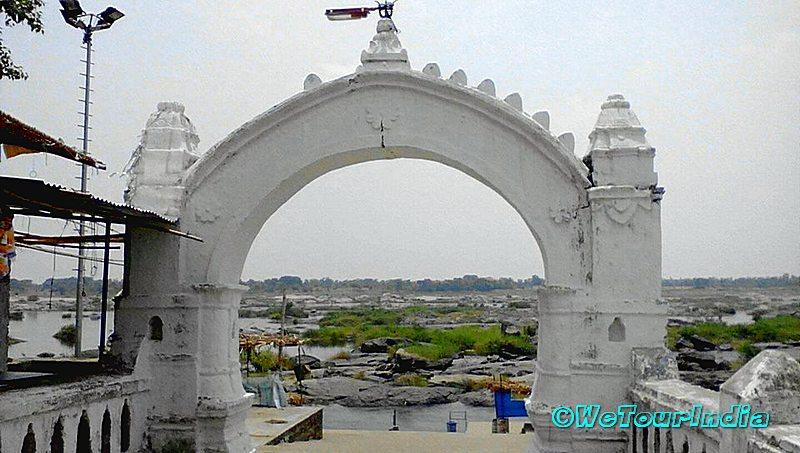 River Mahanadi huma temple